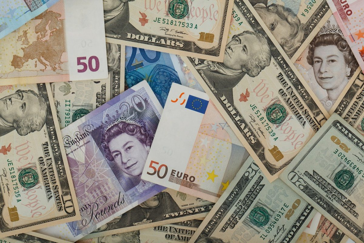Wo kann man die aktuellen Wechselkurse überprüfen?